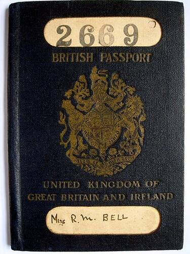 British Passport Original image created by Edward Hands [CC BY-SA 2.5 (https://creativecommons.org/licenses/by-sa/2.5) or Public domain], from Wikimedia Commons