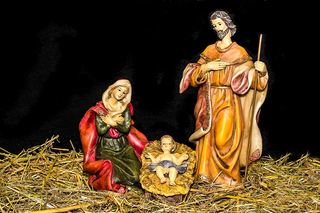 Jesus and Mary figurines via https://pixabay.com/en/christmas-crib-figures-jesus-child-1904439/
