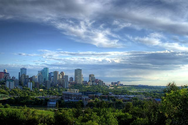 Edmonton via https://pixabay.com/photos/edmonton-canada-city-cities-77798/