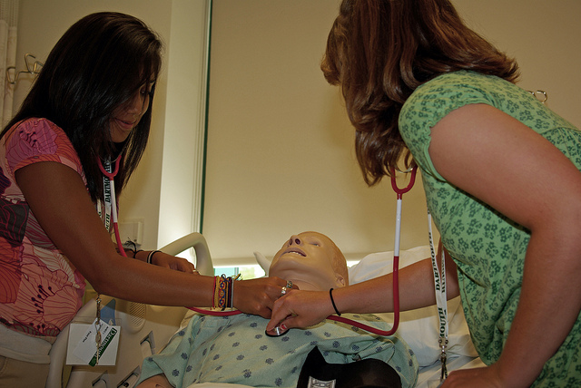 Medical Students with Training Dummy by https://www.flickr.com/photos/27384147@N02/