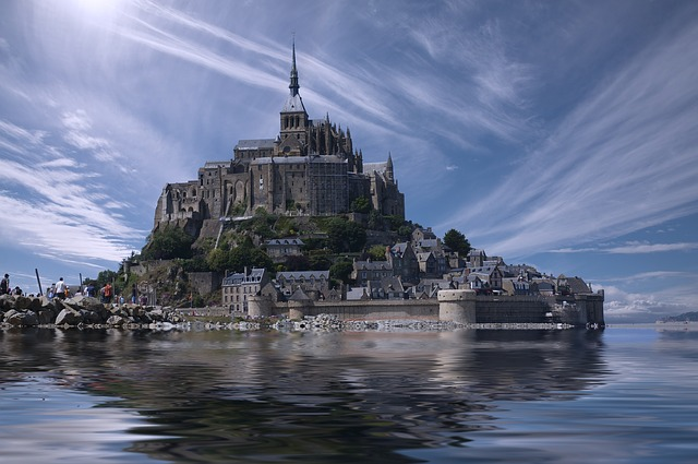 Mont Saint Michel via https://pixabay.com/en/mont-saint-michel-france-normandy-688405/