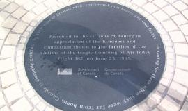 Plaque to Bantry By Eirik Raude [GFDL (www.gnu.org/copyleft/fdl.html) or CC-BY-SA-3.0 (https://creativecommons.org/licenses/by-sa/3.0/)], via Wikimedia Commons