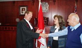 Oath of Canadian Citizenship By CeciliaPang (Own work) [Public domain], via Wikimedia Commons