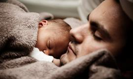 Dad and Baby via https://pixabay.com/photos/baby-child-cute-dad-daddy-family-22194/