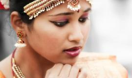 Pensive Indian woman via https://pixabay.com/photos/indian-woman-dancer-bollywood-girl-622358/