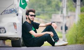 Pakistani Man with a car via https://pixabay.com/en/fashion-style-boys-fashion-pose-2621564/