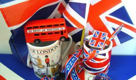 UK Souvenirs via https://pixabay.com/en/souvenirs-england-united-kingdom-107536/